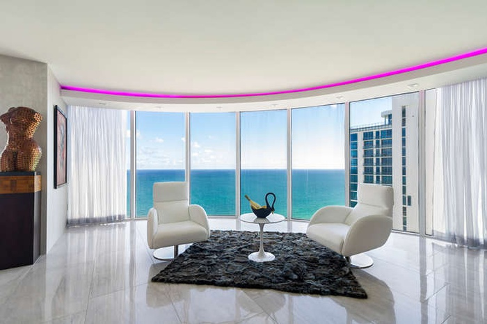 Breathtaking Ocean Views in the heart of Sunny Isles